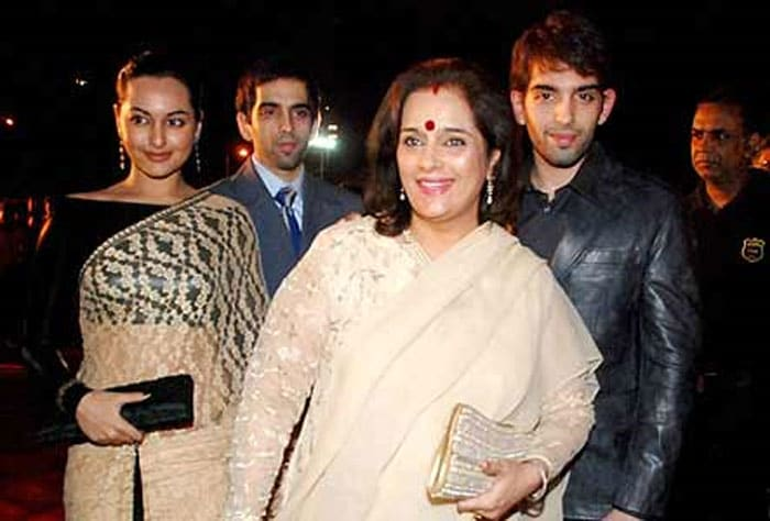 sonakshi brothers Rising Star of Bollywood, Sonakshi Sinha bollywood gallery 