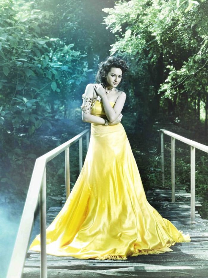 sonakshi yellow Rising Star of Bollywood, Sonakshi Sinha bollywood gallery