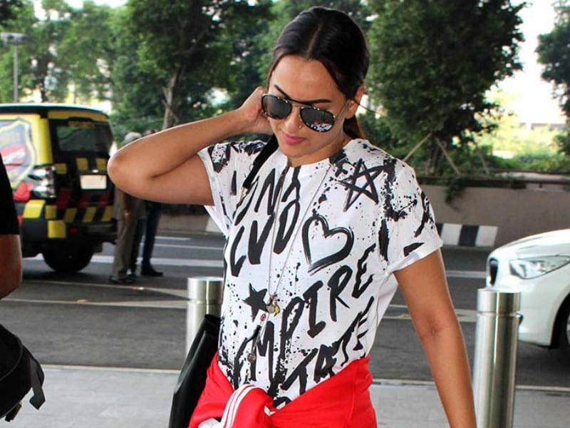 Sonakshi Sinha's Sporty Saturday At The Airport