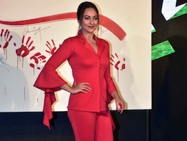 Sonakshi Sinha In Red Is A <i>Force</i> To Reckon With