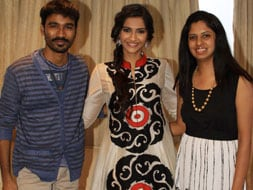 Photo : Khachack! Meghana gets her photo taken with Sonam, Dhanush