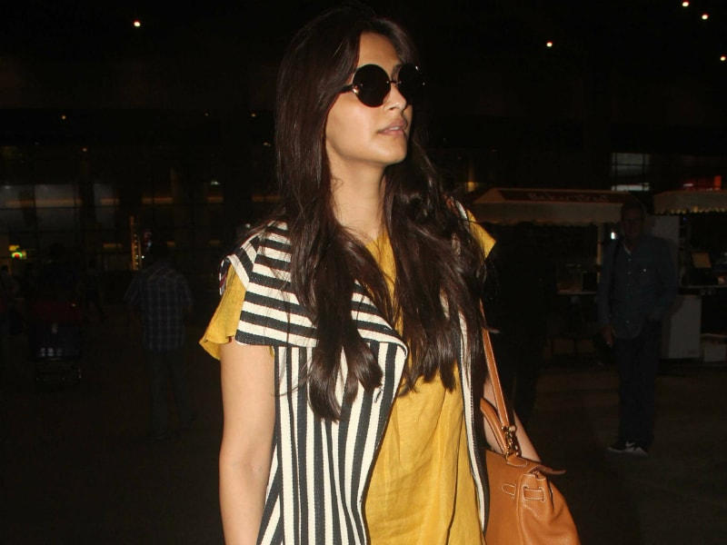 Sonam Kapoor Spotted At The Airport Looking Like This