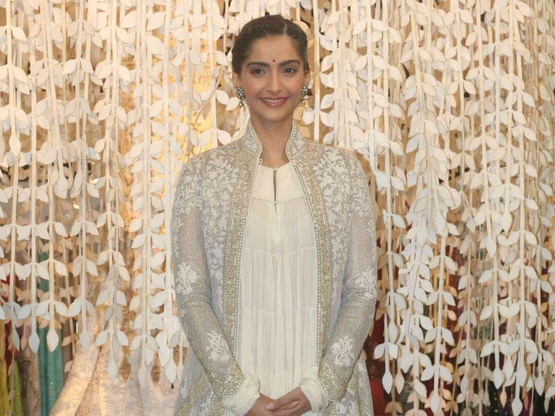 Take Notes From Sonam Kapoor On How To Master Ethnic Chic Style
