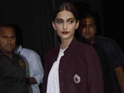 Photo : Sonam Kapoor's Night Out With Cousins