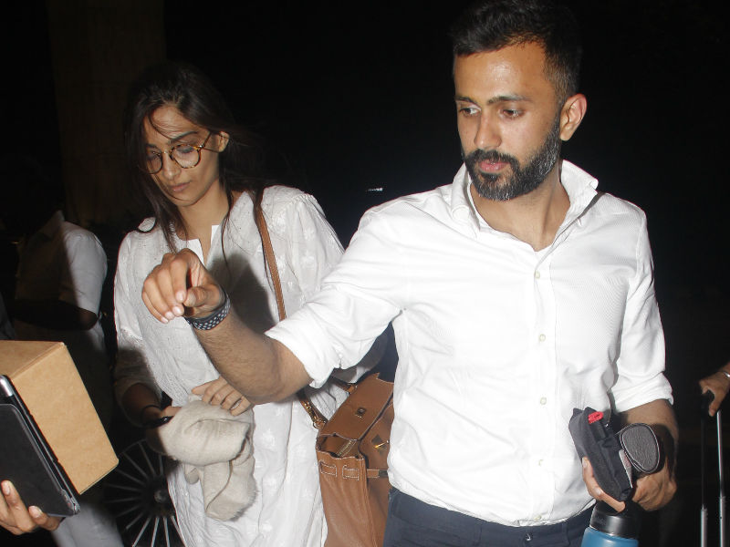 Sonam Kapoor Takes Off With Rumoured Boyfriend Anand Ahuja