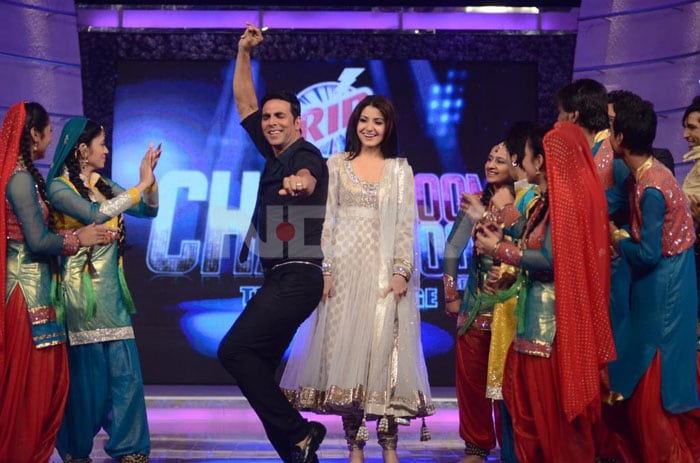 Spotted: Akshay, Anushka promote Patiala House