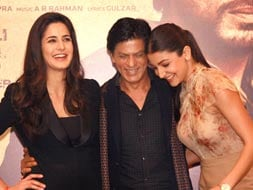 Photo : Two girls and a guy: SRK, Kat, Anushka