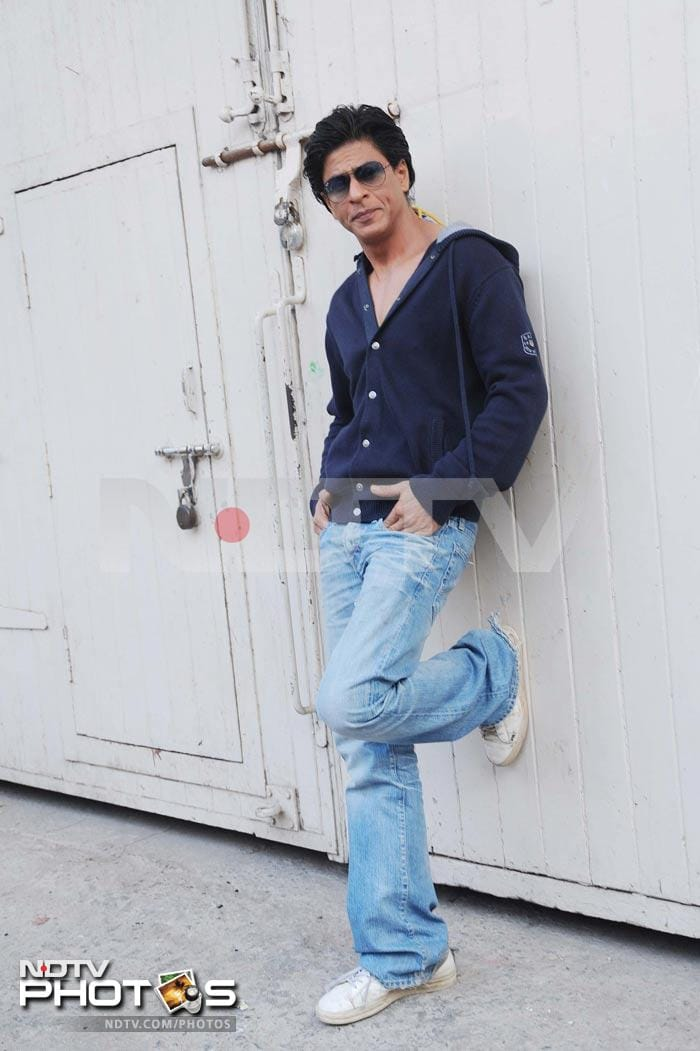 Sneak-a-peek at SRKs new hairstyle