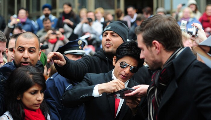 srk signing SRK, Priyanka shoot Don 2 in Germany bollywood gallery