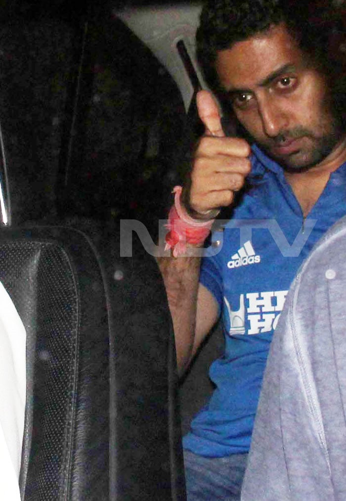 Jr. Bachchan taunts SRK at Mannat?