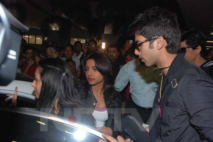 SRK, Shahid Priyanka return from Durban