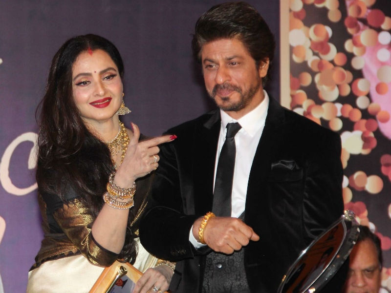Shah Rukh Khan Bonds With Rekha At The Yash Chopra Memorial Award