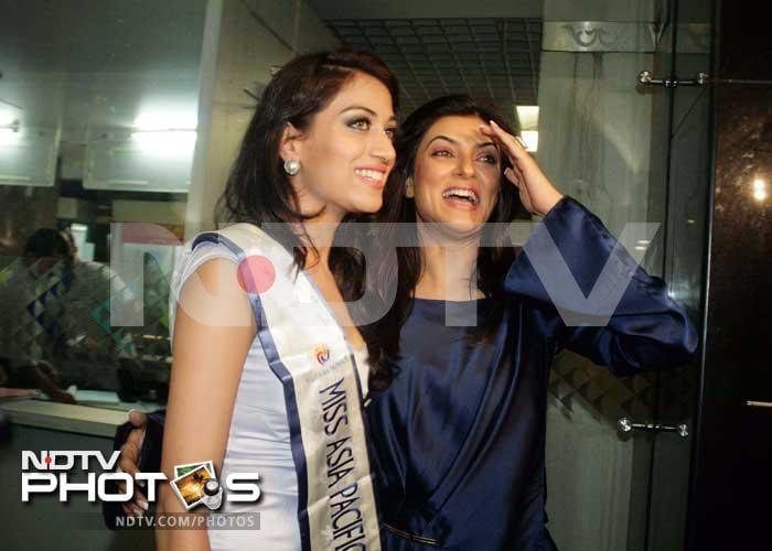 Sushmita welcomes Miss Asia Pacific Himangini home