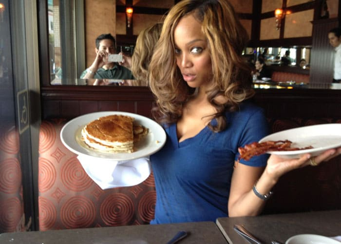 OMG! Tyra Banks eats real food