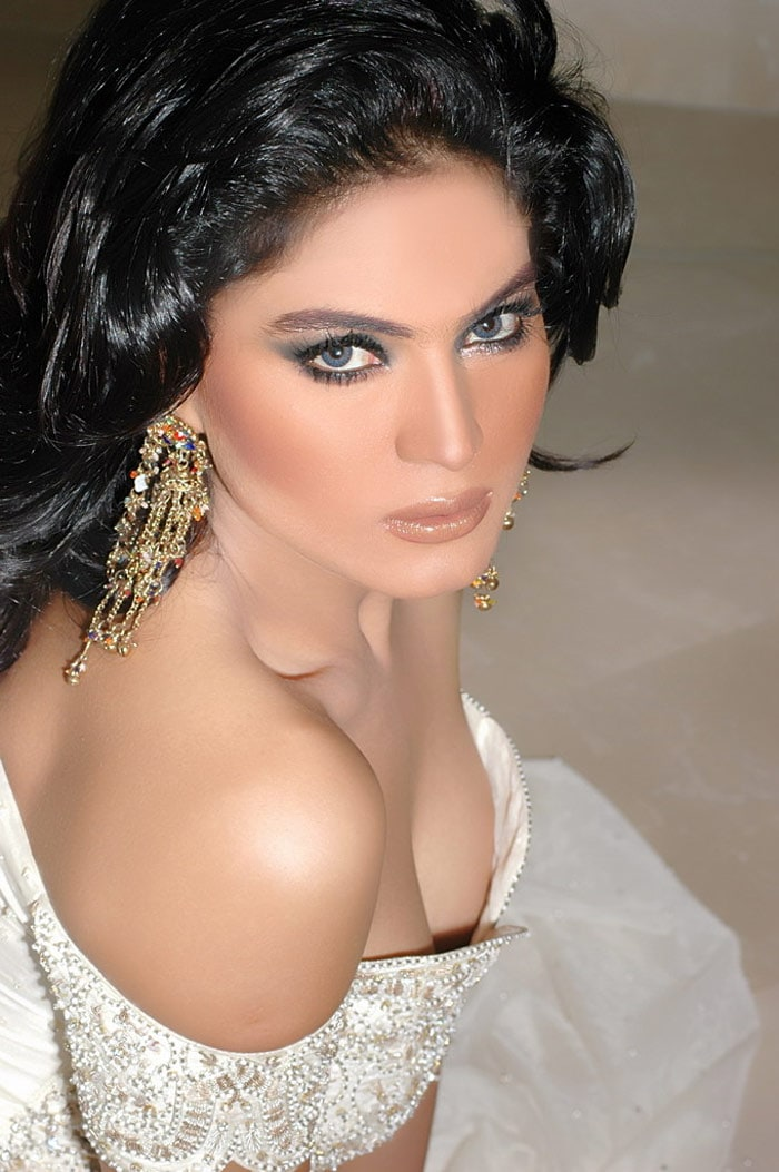 I am not settling scores with Asif, says Veena Malik
