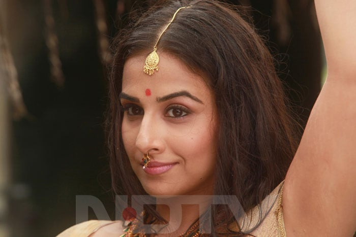 vidya1 Vidya turns item girl for Urumi bollywood gallery