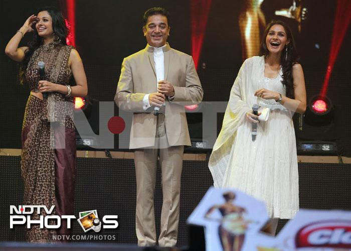 Kamal Haasan shines at Vijay Awards
