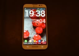Photo : LG Optimus G Pro: First look