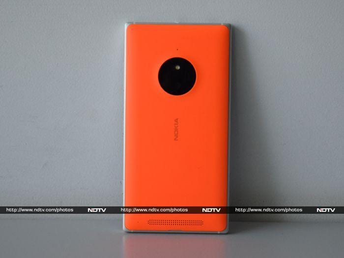 White Nokia Lumia 830