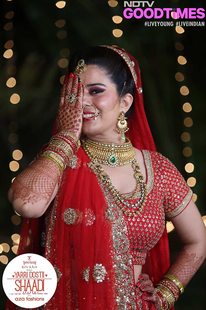Our bride Nidhi strikes the customary Bollywood bride pose