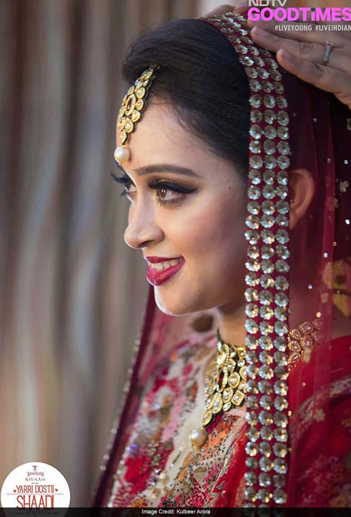 Our gorgeous bride donning stunning Tanishq Jewellery and Varun Bahl outfit from Aza Fashions.