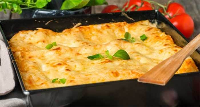 Four Cheese Lasagna: One of the most popular foods loaded with fiber is pasta. A whole-wheat lasagna with skimmed varieties of cheeses is not only as delicious as can be, but also extremely filling!