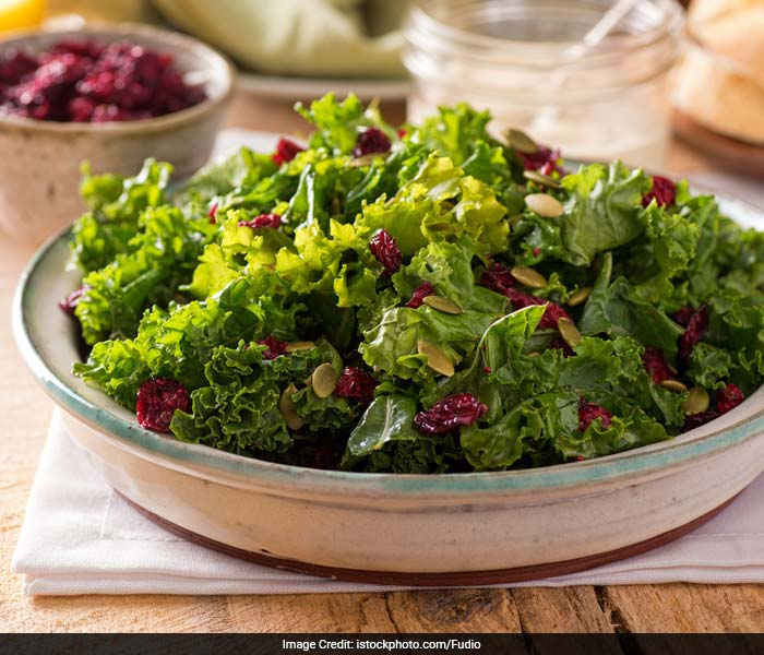Kale Salad: Kale is packed with calcium that helps in manufacturing melatonin which is directly responsible for the circadian rhythm thereby letting us have a deep, good slumber.