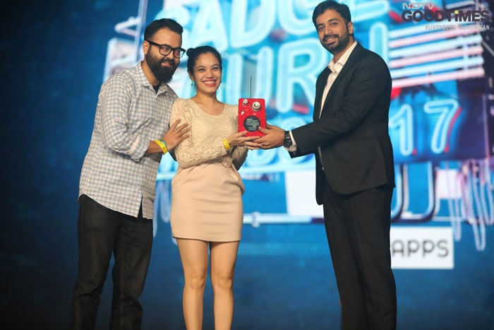 Abhishek Verma Head of E-commerce UCweb Alibaba presents the Viewers Choice App of the Year-to Whatsapp