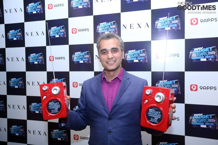 Asim-Warsi, Samsung India Vice-President bags both Smartphone of the Year (above-20,000)-and Viewers Choice Awards for Samsung S8