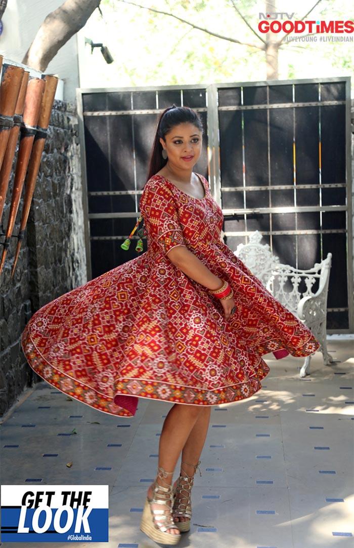 Saniya twirls in her gorgeous Patola kurti
