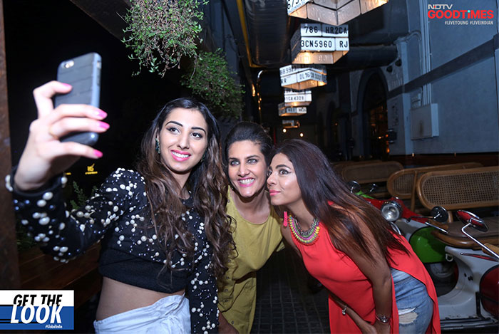 Astha takes a happy selfie with Ambika and Manjari