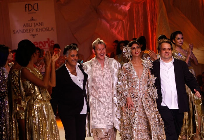 Brett Lee walks the ramp for Abu Jani & Sandeep Khosla