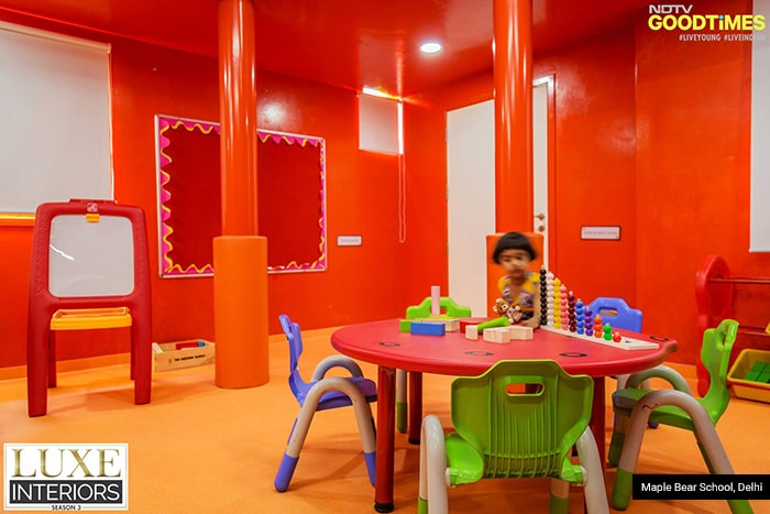 Classrooms have been embellished with dual-tone colors to hold every child's attention. Solid colors bring in a positive vibe with it, which automatically makes study sessions interesting.