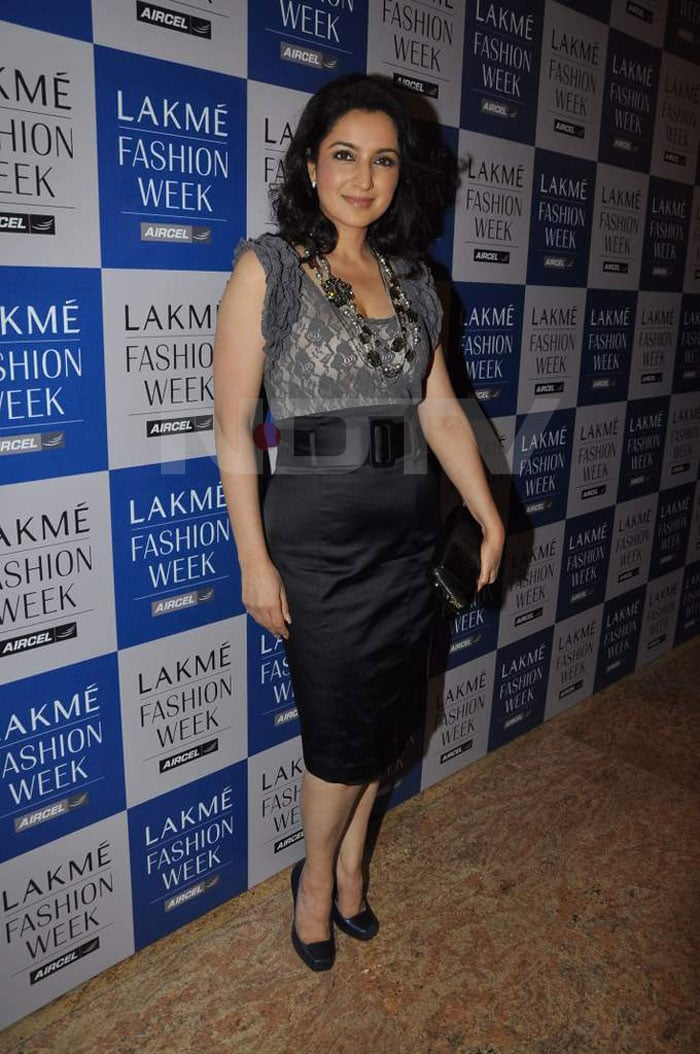 Mallika sizzles at Lakme Fashion Week