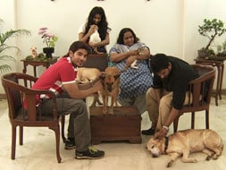 Photo : Heavy Petting with the Lalwanis and their pets