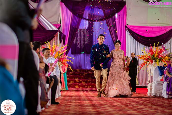Abhijeet and Supriya in their Aza outfits get a grand welcome from family and friends as they arrive as man & wife.