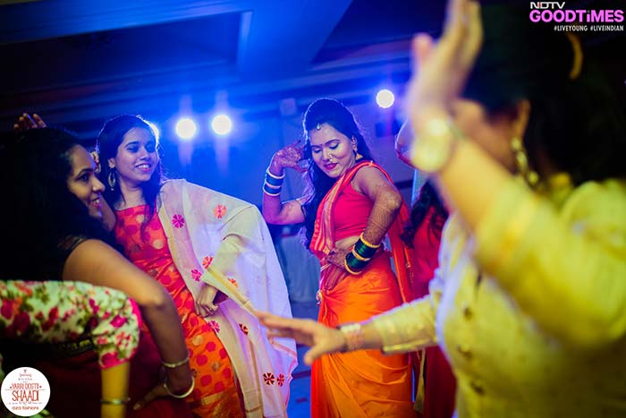 The bride Supriya owns the dance floor with her jhumkas and thumkas!