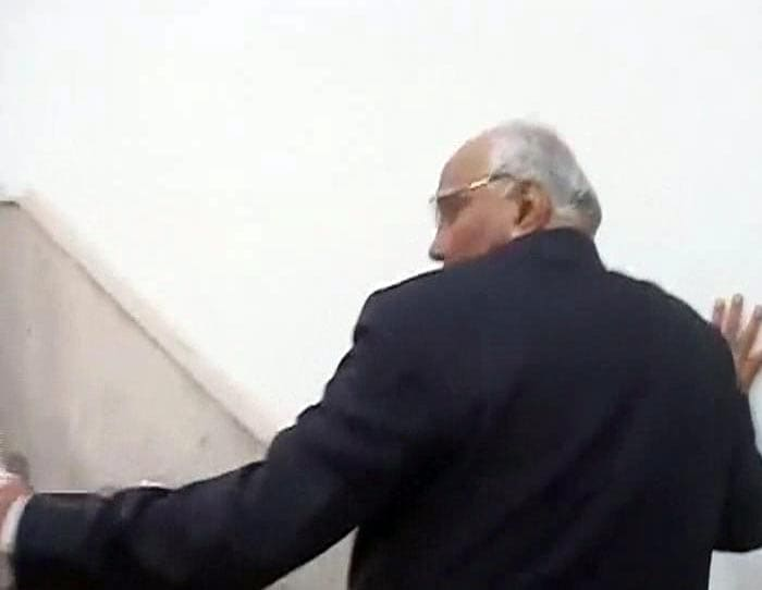 Sharad Pawar slapped by youth