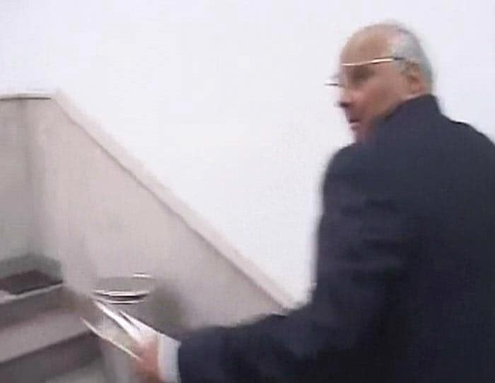 Sharad Pawar slapped by youth