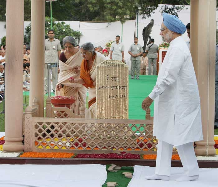 Nation pays homage to Bapu