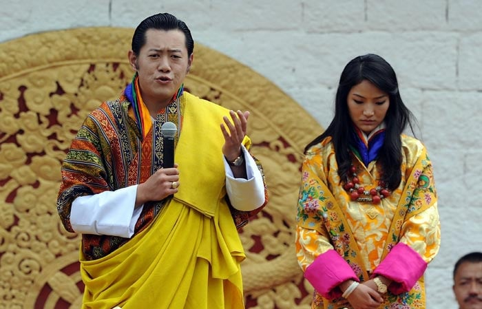 Bhutan Royal Couple\'s first public kiss