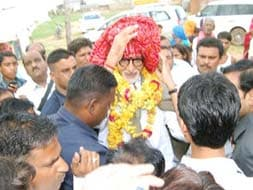 Photo : Amitabh Bachchan Visits Village Near Ranthambore