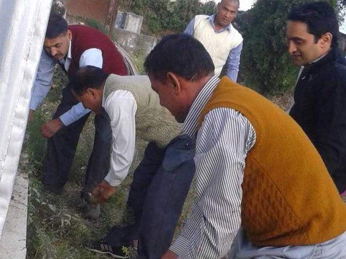 Once the movement caught on, there was no looking back. More people joined in and some chose their own unique style to spread the Swachh message. Pradip Dimri's wedding invite did not just have venue and date details but also carried a special message for his invitees, 'Build toilets to keep our surroundings clean'.