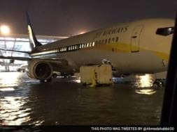 Photo : 5 Pics: Chennai Airport Flooded, Flight Operations Suspended