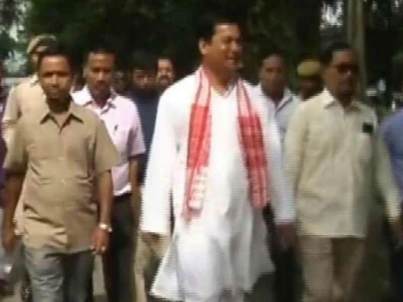 Assembly Elections 2016: Sonowal Arrives at Counting Centre in Assam