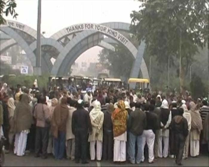 Massive jam at Delhi-Noida border after farmers\' protest
