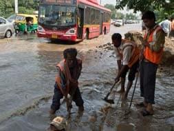 Photo : Yamuna's water levels hit East Delhi hard, traffic affected