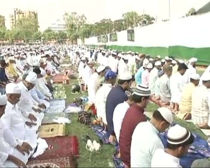 Muslims in Patna celebrate Eid by offering prayers.