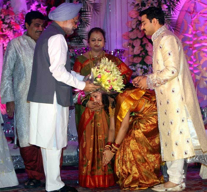 pm_gadkari_son_wedding.jpg