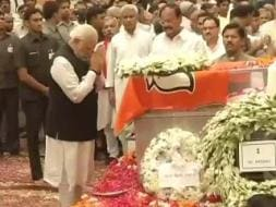 Photo : Political Leaders Pay Homage to Gopinath Munde